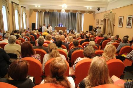 В Ладогу выпустили 10000 молоди сига